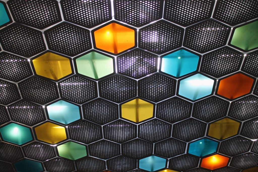 The honeycombs are marvels of precision engineering, an assemblage of prism-shaped cells in a hexagonal cross-section. The wax walls are made with accurate, adequate dimensions, with the cells gently tilted to prevent the honey from running out. Moreover, the entire comb aligns with the Earth's magnetic field. Bees do not use any blueprint but still somehow manage to achieve geometry, symmetry, and create an efficient space. Image by Harald Arlander / Unsplash.
